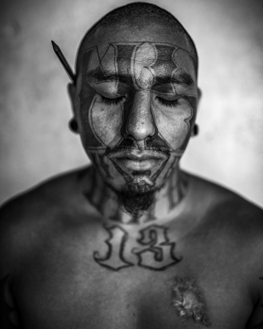 José Ovijano, 26 años Retratos a Pandilleros de la MS, Mara Salvatrucha. Carcel de Chalatenango lugar donde tienen presos a pandilleros de la MS.